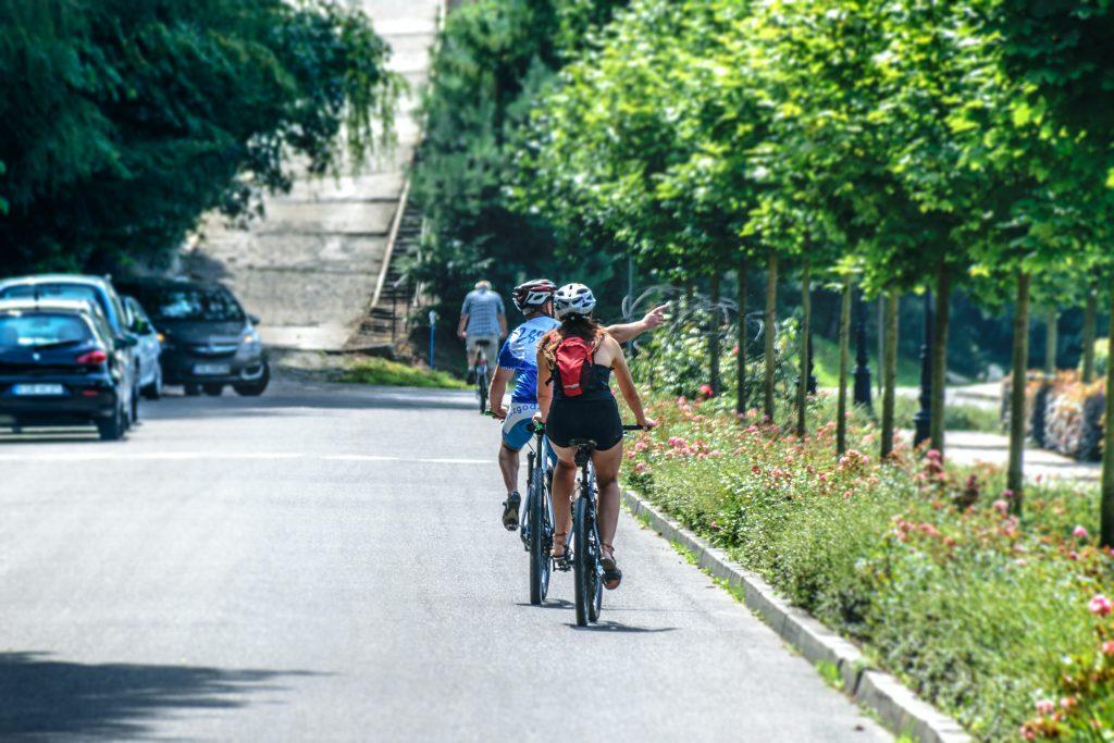 diversion en el parque juan carlos I en bicicleta
